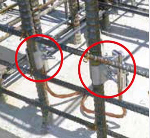 鉄筋用クランプを用いて、引下げ導線と建築物の鉄筋をボンディング
