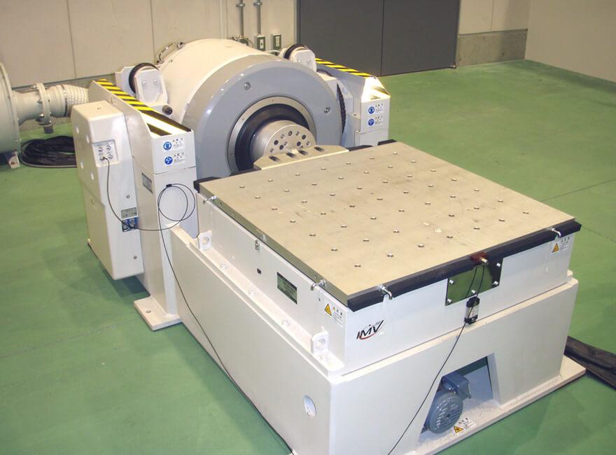 動電式振動試験装置