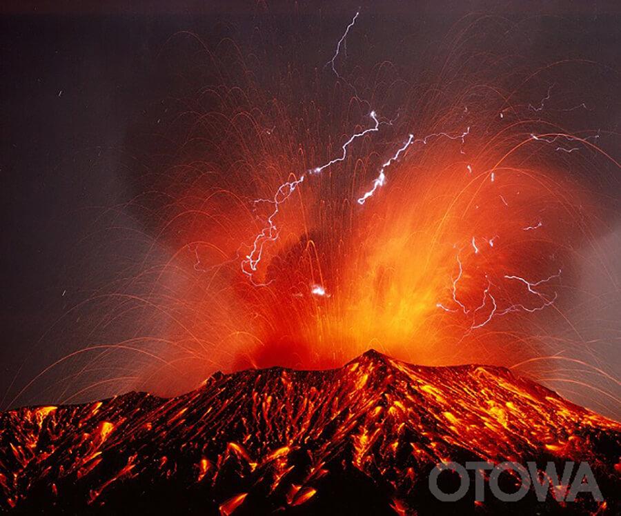 第3回 雷写真コンテスト受賞作品 グランプリ -火山雷-