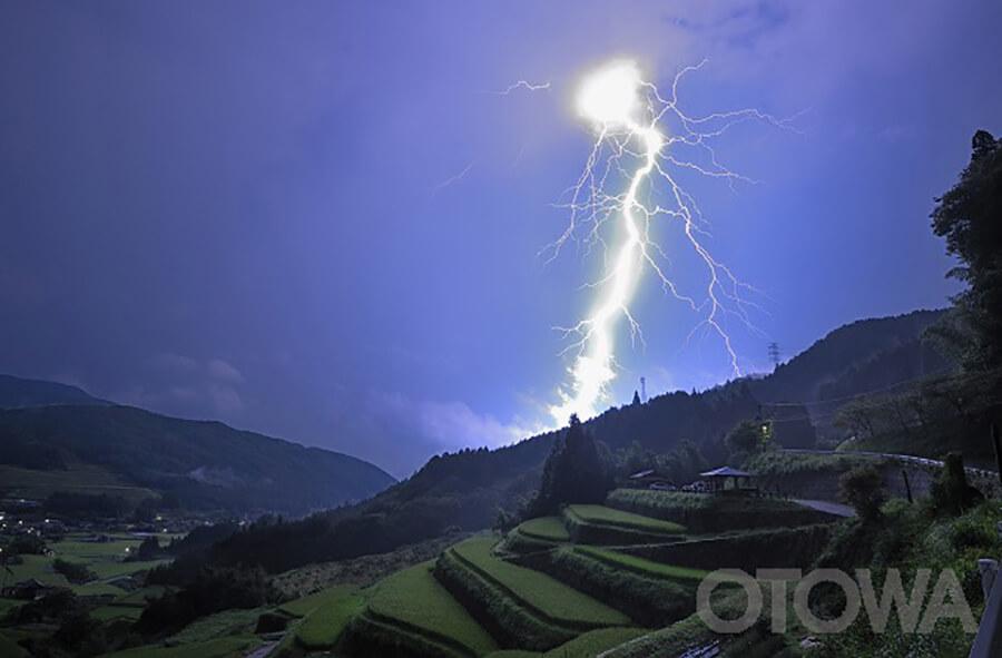 第9回 雷写真コンテスト受賞作品 グランプリ -稲妻炸裂-