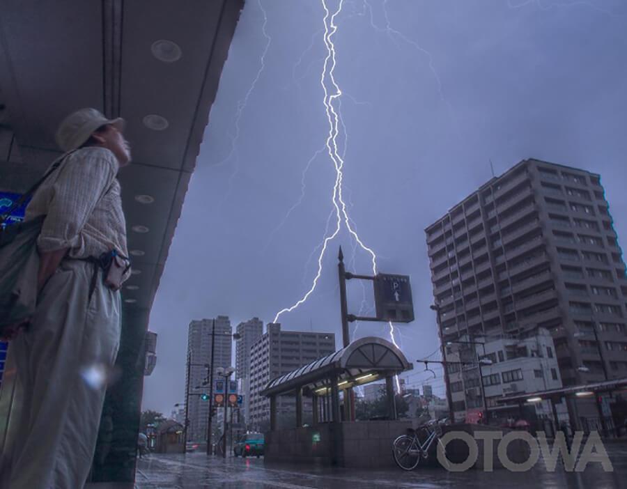 第10回 雷写真コンテスト受賞作品 銅賞 -突然の雷雨-