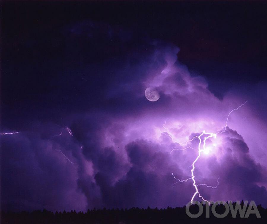 第3回 雷写真コンテスト受賞作品 銅賞 -月下の烈光-