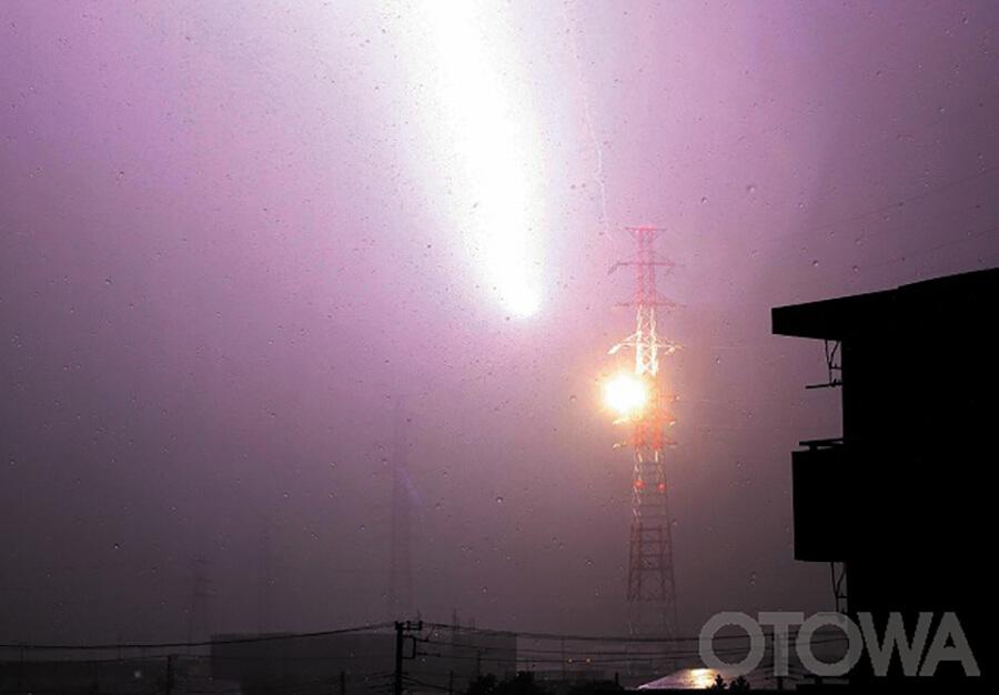 第7回 雷写真コンテスト受賞作品 学術賞 -彗星の衝突-