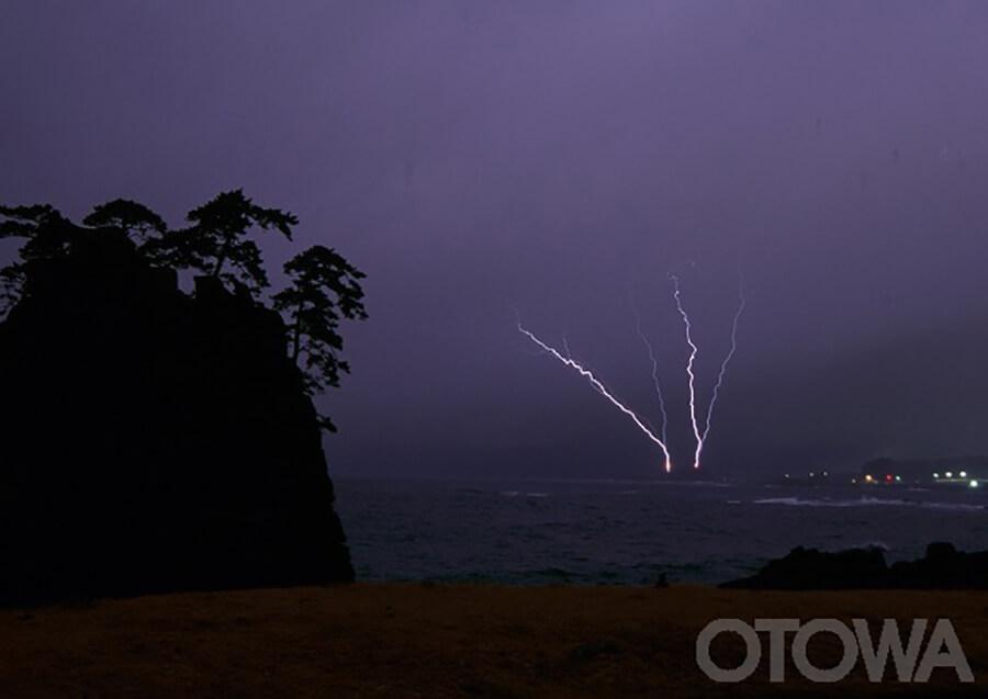 第6回 雷写真コンテスト受賞作品 学術賞 -対岸の被雷(越前海岸)-