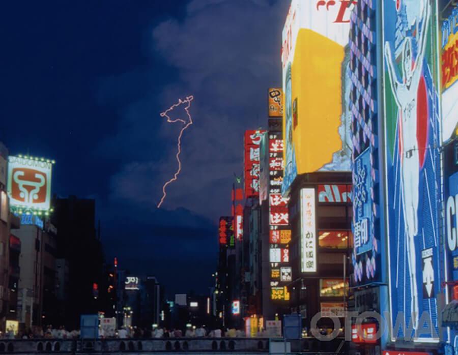第2回 雷写真コンテスト受賞作品 佳作 -たそがれ時の閃光(道頓堀)III-