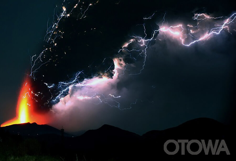 第9回 雷写真コンテスト受賞作品 佳作 -雷光轟く-