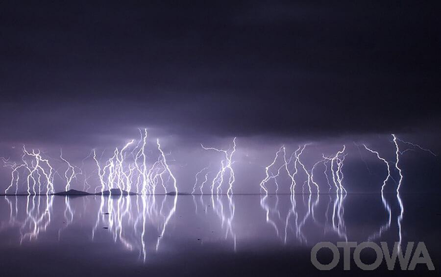第11回 雷写真コンテスト受賞作品 佳作 -美しき自然の脅威-