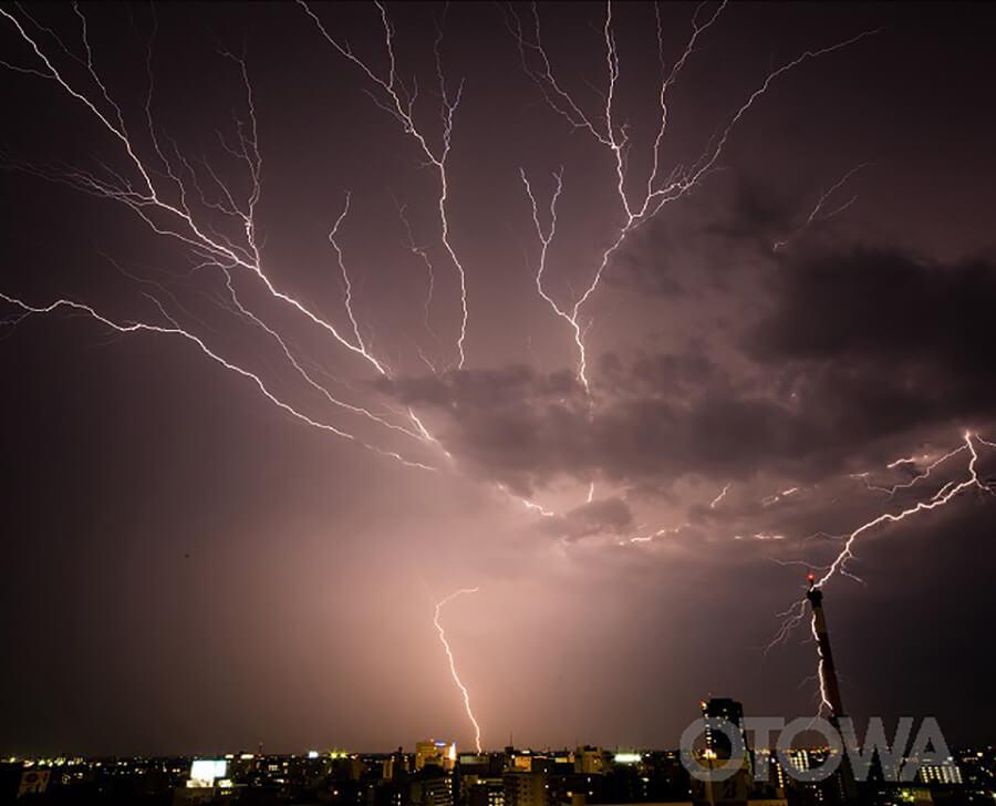 第10回 雷写真コンテスト受賞作品 佳作 -天空の怒り-