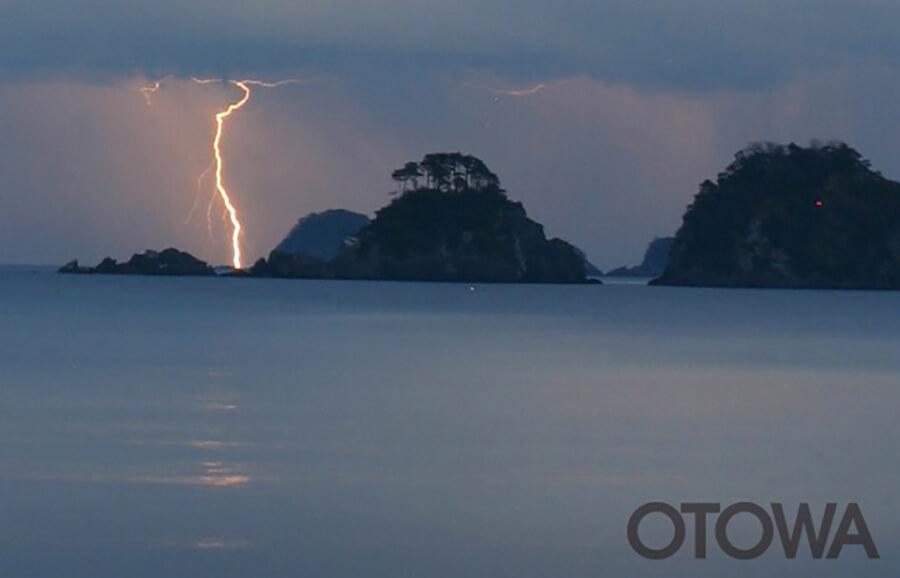 第4回 雷写真コンテスト受賞作品 佳作 -真冬の閃光-