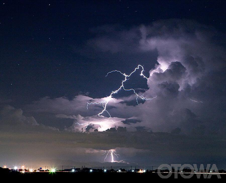第9回 雷写真コンテスト受賞作品 佳作 -星空の閃光-