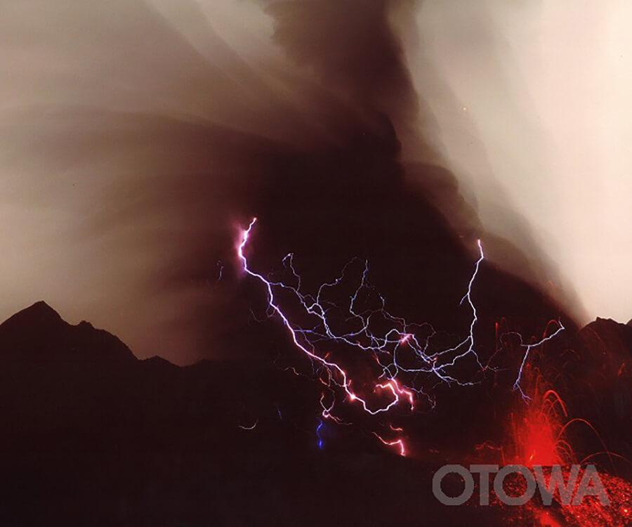 第10回 雷写真コンテスト受賞作品 佳作 -雷光の絆-