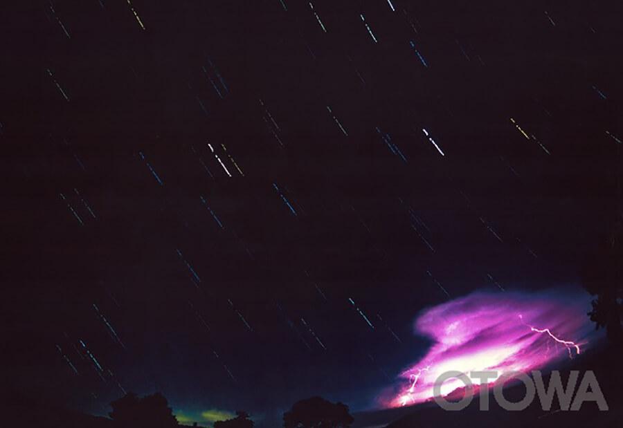 第10回 雷写真コンテスト受賞作品 佳作 -雷が轟く星空-