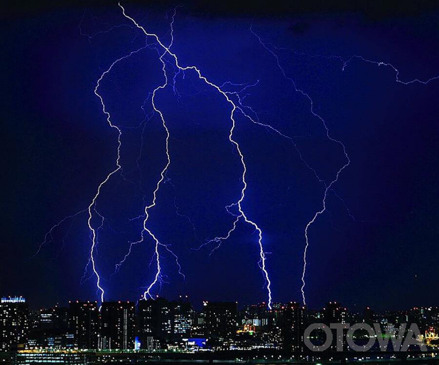 第11回 雷写真コンテスト受賞作品 優秀作品 -夜空の血管-