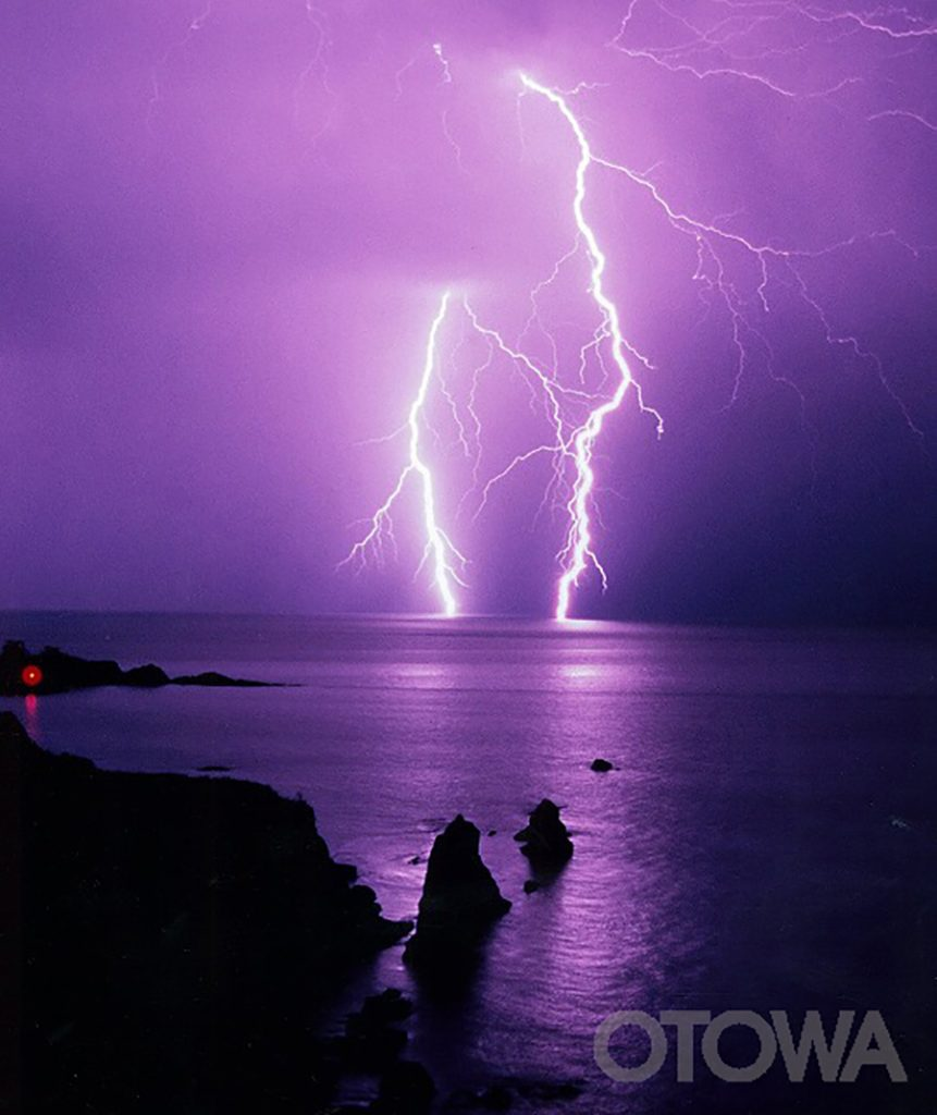 第4回 雷写真コンテスト受賞作品 優秀作品 -丹後海の春雨-