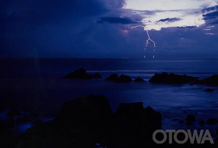 第4回 雷写真コンテスト受賞作品 優秀作品 -潮岬襲雷-