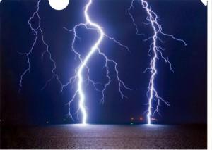 第7回雷写真コンテスト グランプリ作品「天と海を繋ぐ」